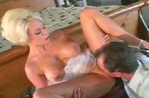 Blondinei patinka analinis sex