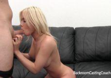 Po gero sekso su jauna mergina nuleidžia spermą į putę blondinei su dideliais papais