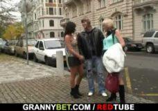 Vokietis išsikviečia prostitutę į viešbutį ir smagiai išdulkina lovoje