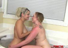 Dvi blondinės vonioje porno