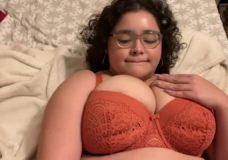 Sexy raudoni apatiniai tinka storulei