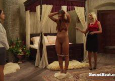Blondinė vergė per BDSM seksą