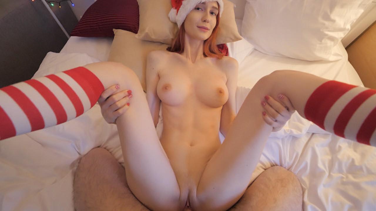 Kalėdinė porno dovana: gilus oralinis su baigimu į burną savo mylimiausiam vaikinui