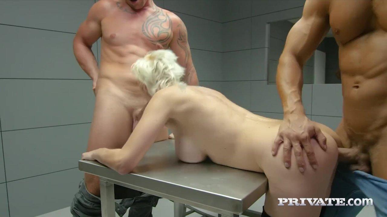 Blondinės su dviem vaikinais grupinis