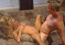 Porno su blondine ant sofos