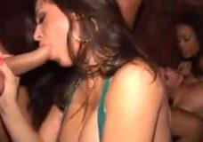Ilgas xxx svingerių vakarėlio video kurio metu merginos šėlsta, išdykauja ir pisasi kaip nenormalios