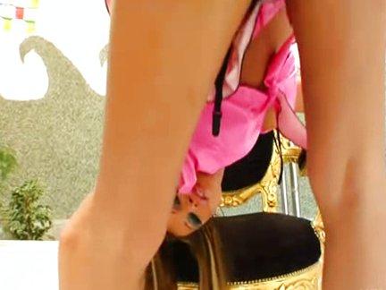 Žiaurus analinio video su liekna įdegusia mergina