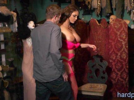 Seksas kostiuminėje ar aktorių persirengimo kambaryje