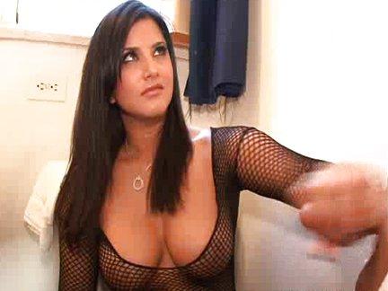 Seksas su porno aktore ant klozeto dangčio