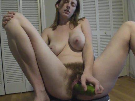 Porno su agurku ir mergina plaukuota pute