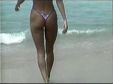 Ilgas analinis seksas su dviem merginomis iš Brazilijos paplūdimio, merginos rėkia ir kaifuoja