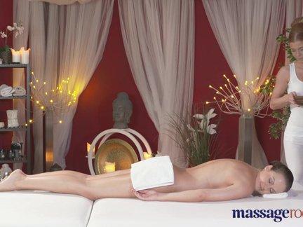 Porno masažo kabinete dvi merginos